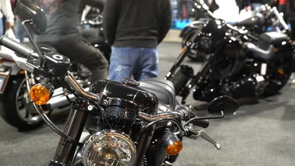 Bikers Provare La Nuova Moto Di Harley Davidson Una Grande Fiera Delle Bici