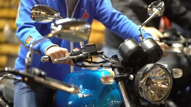 Motorkáři vyzkoušet nové motocykly. Velký veletrh kol