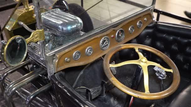 Régi vintage versenyautó Ford.