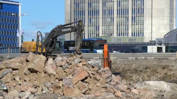 8ffc56f6f051 Βαριά κατασκευή μηχανημάτων που εργάζονται για την κατασκευή του  αυτοκινητόδρομου– πλάνα αρχείου