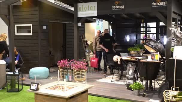 navržené moderní altán s pohodlný zahradní nábytek