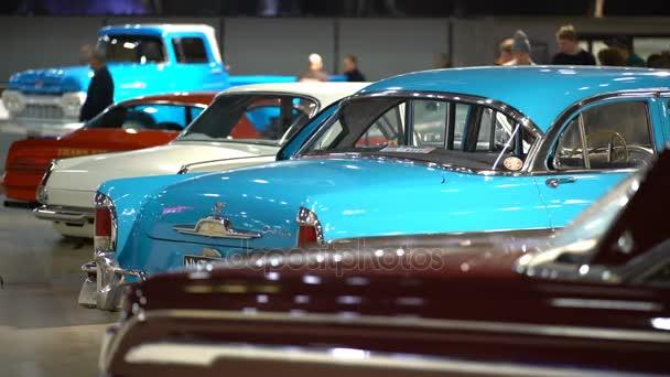 Egy csomó csodálatos vintage régi autók az Autószalon.