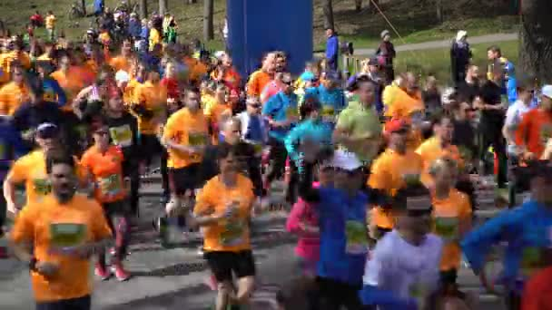 Many fans of a healthy lifestyle run city marathon. Start of the race.
