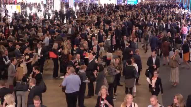 Großer Andrang in der Halle beim Nordischen Wirtschaftsforum