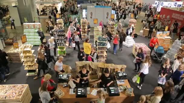 Návštěvníci do obchodu potravin eco vyzkoušet ekologické energie směsi