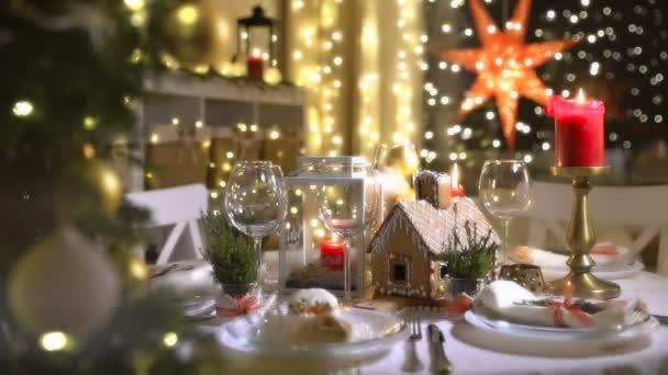 Domácí vánoční Perníková chaloupka na oslavu stůl