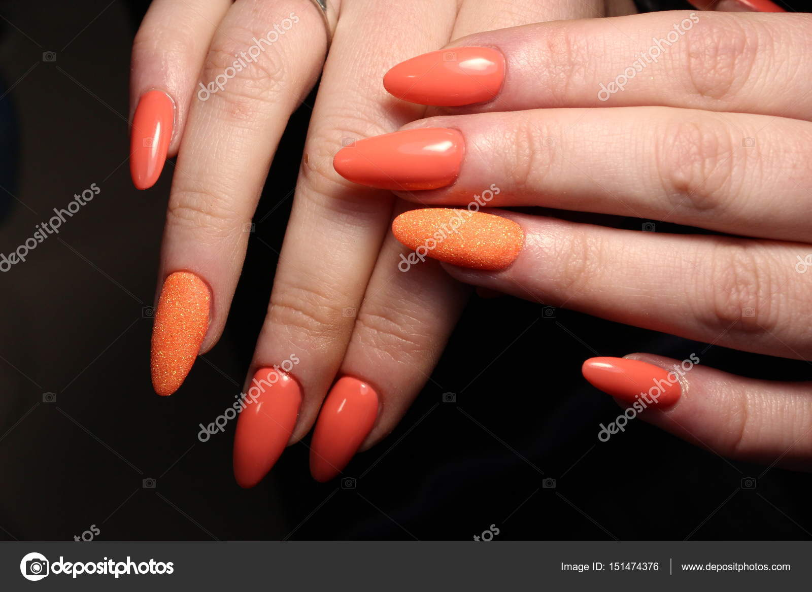 Hellen Maniküre, Orange Nageldesign — Stockfoto © SmirMaxStock ...