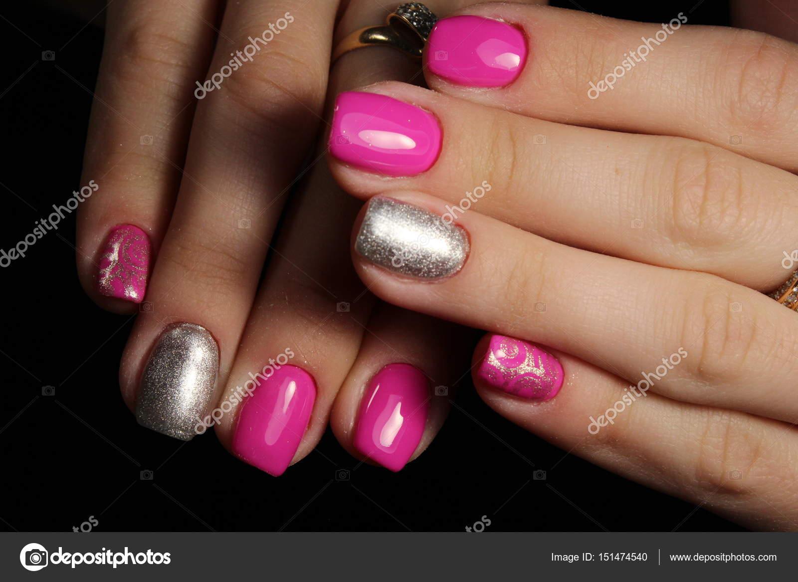 Schöne pink und Silber Nägel, Maniküre design — Stockfoto ...