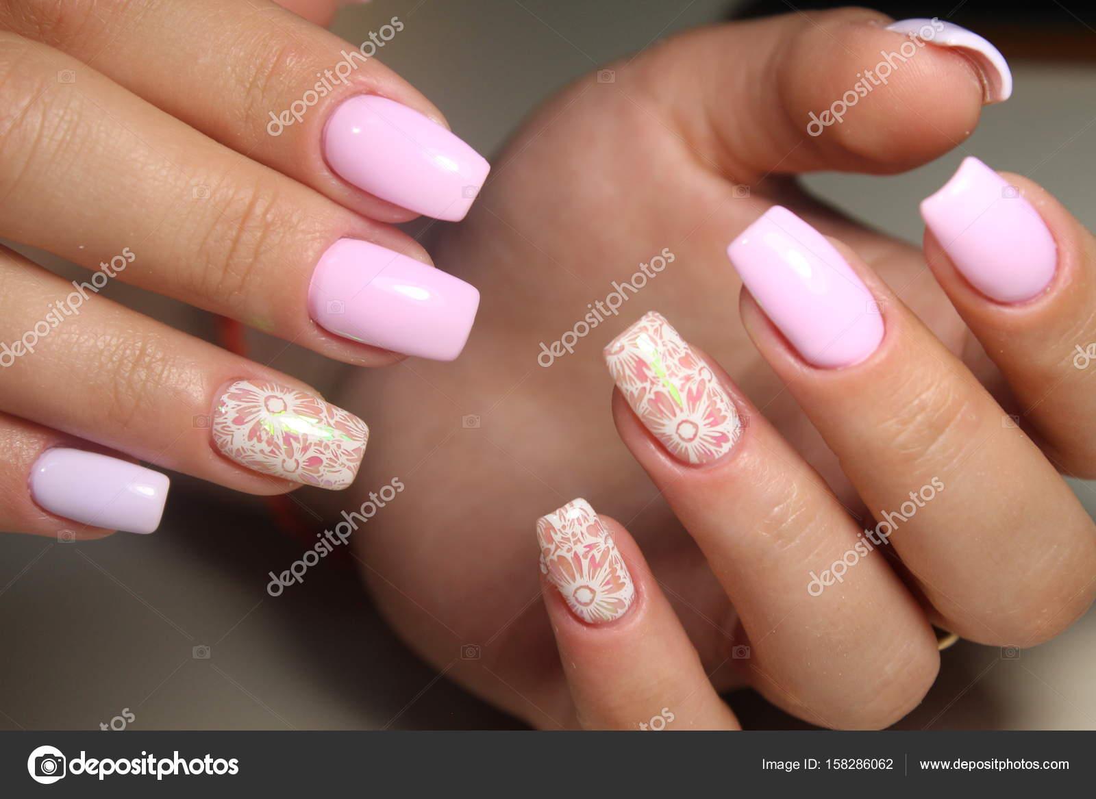 Manicure diseo uas gel Foto de stock SmirMaxStock 158286062