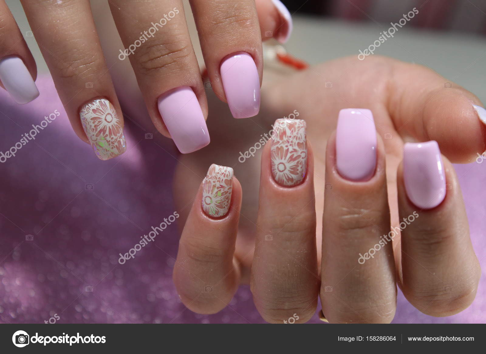 Manicure diseo uas gel Foto de stock SmirMaxStock 158286064