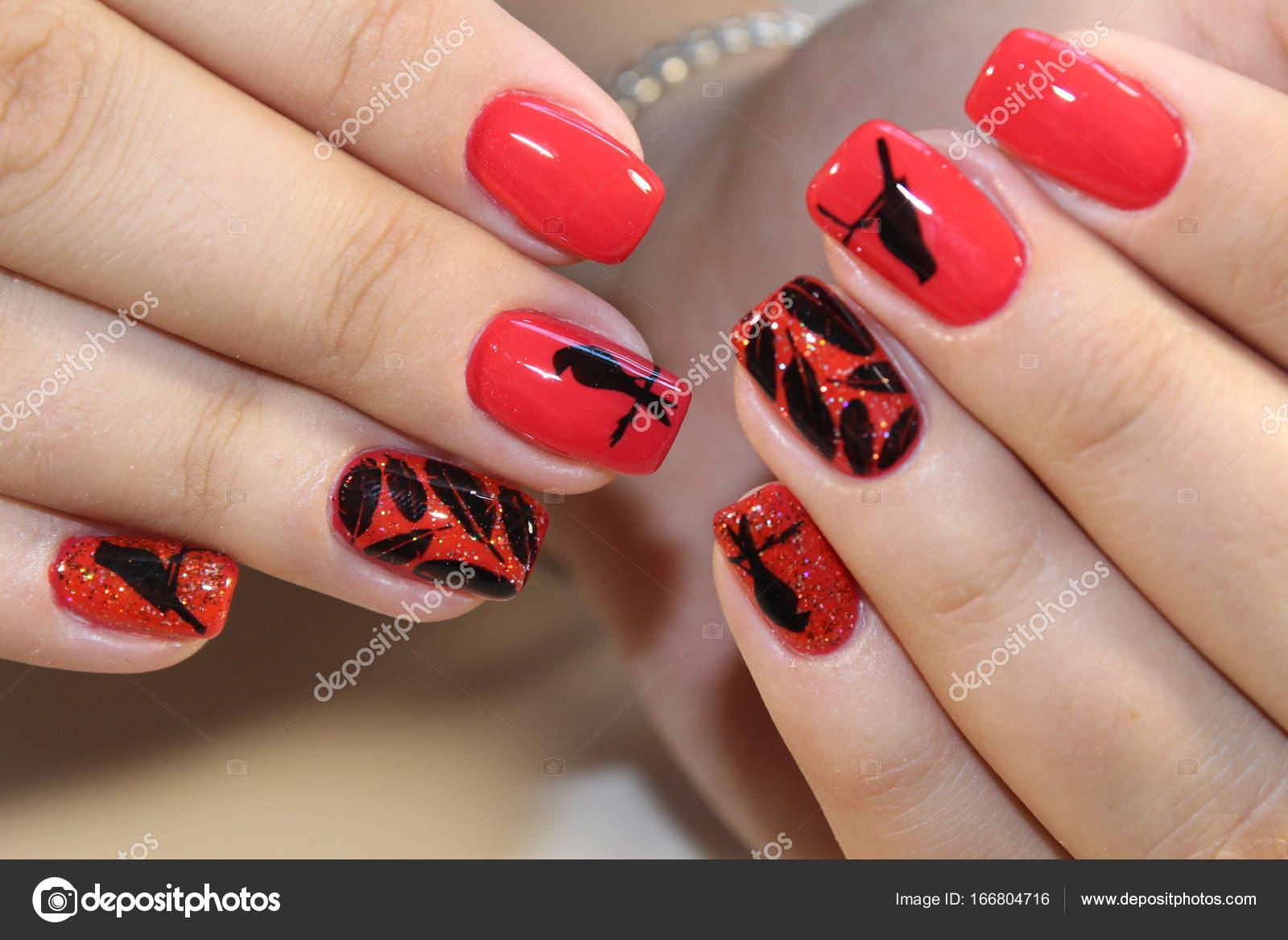 Maniküre Design rote Nägel — Stockfoto © SmirMaxStock #166804716