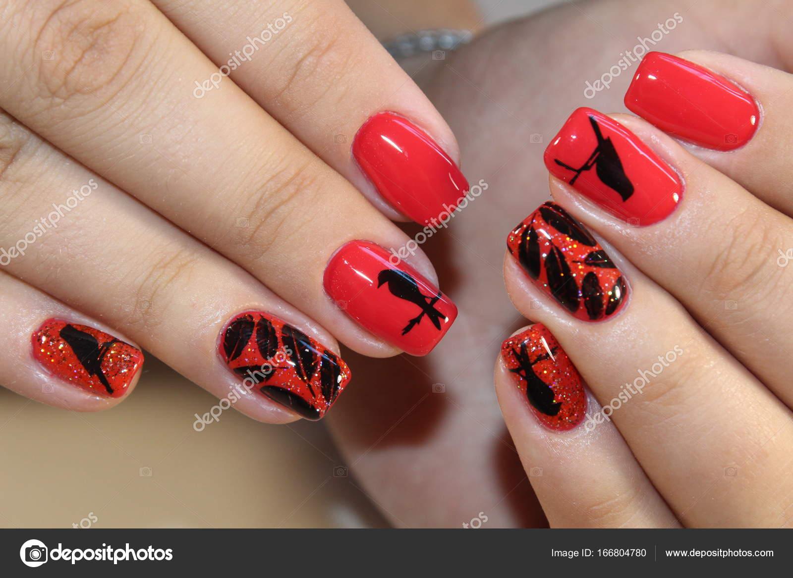 Maniküre Design rote Nägel — Stockfoto © SmirMaxStock #166804780