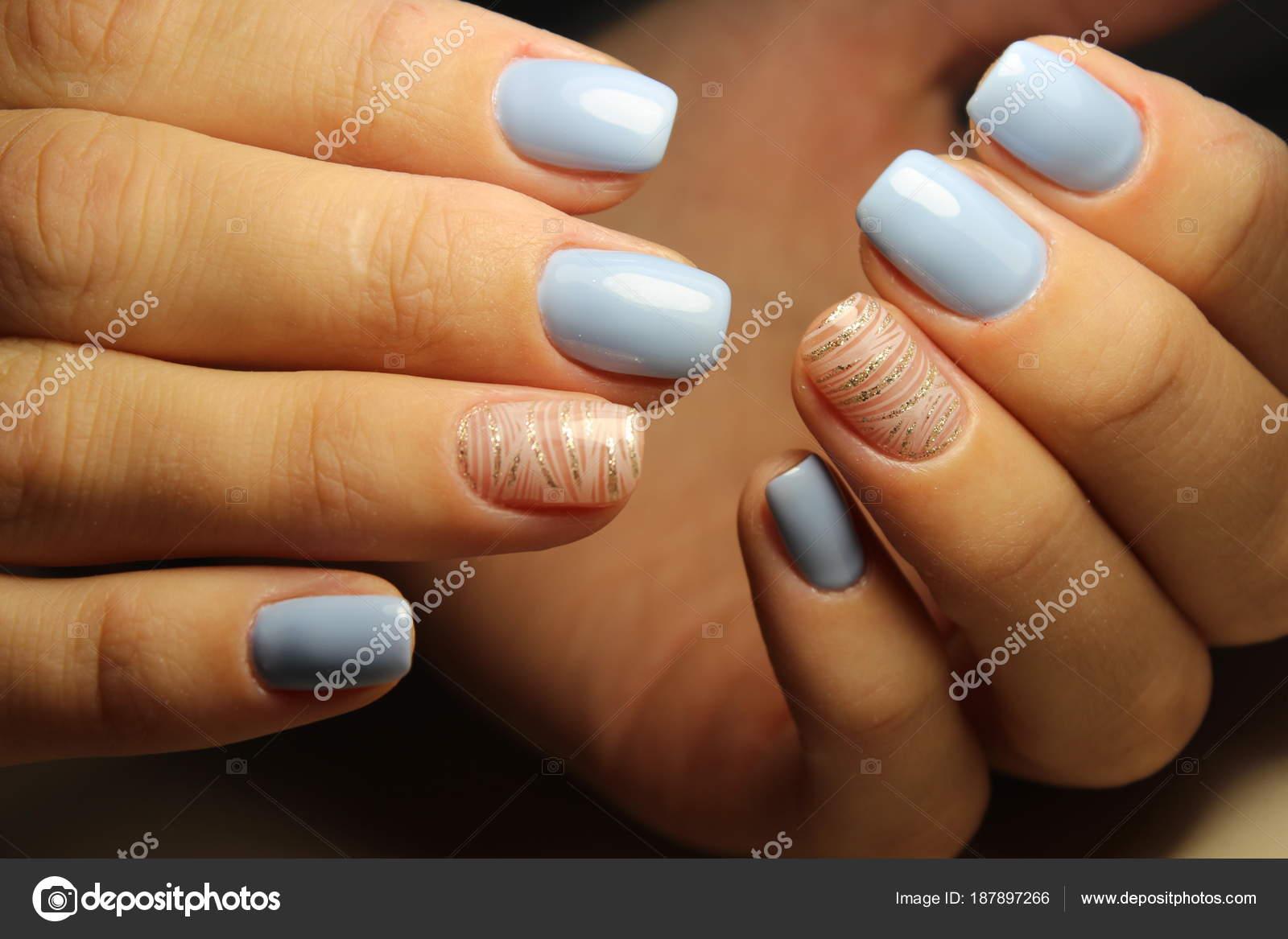 Design-Linien, blaue Nägel Maniküre — Stockfoto © SmirMaxStock ...
