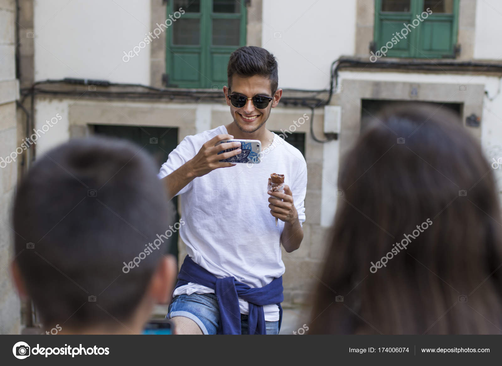 90d7d105602e Youth Group Mobile Phone Street — Stock Photo © carballo  174006074
