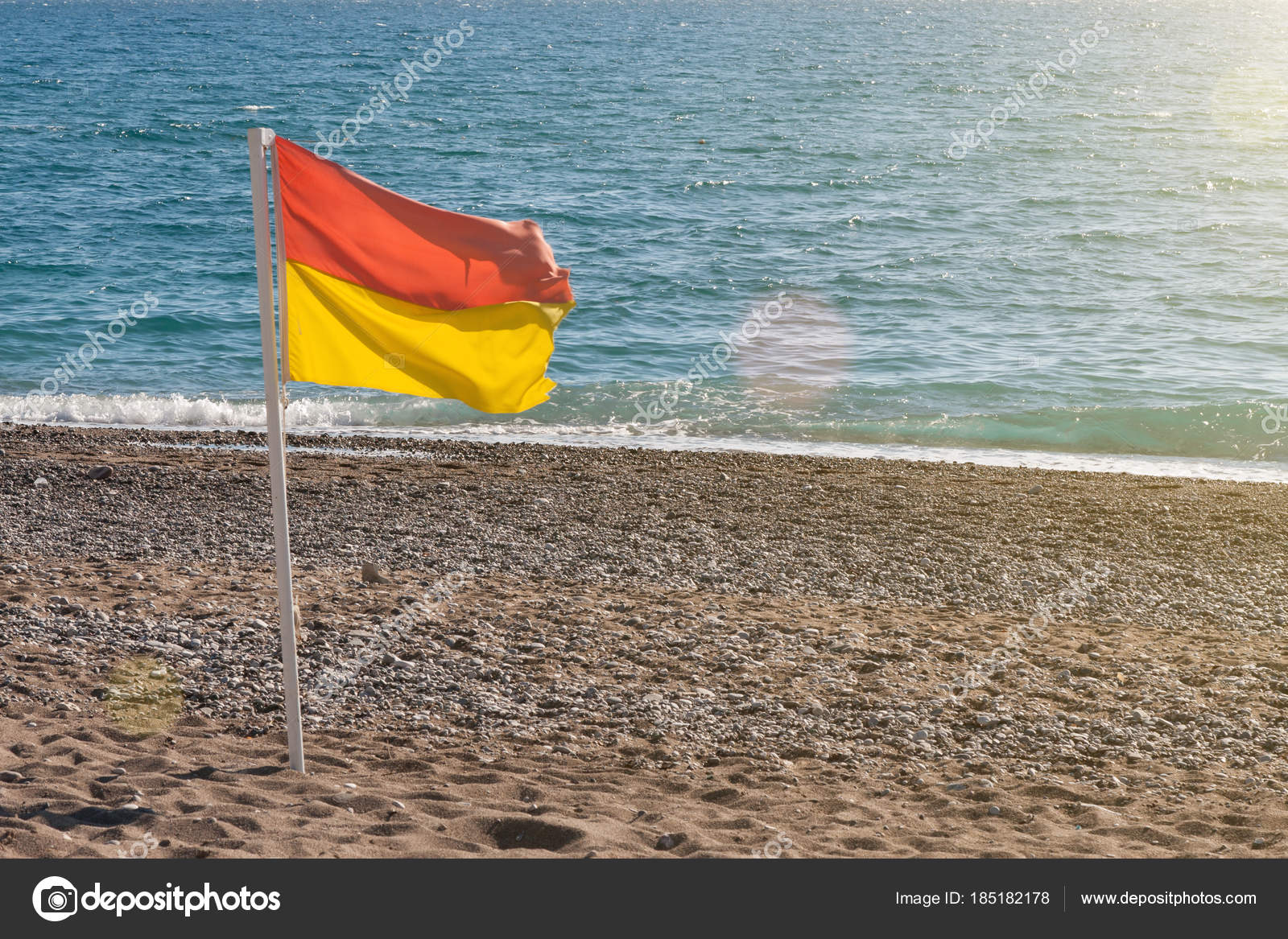 Surf Conditions Yellow Red Flag Beach — Stock Photo