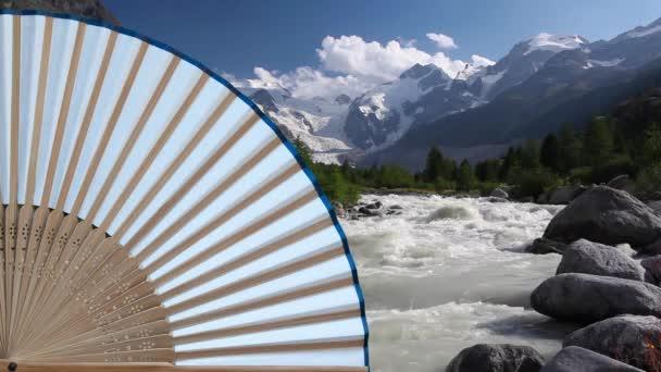Typické japonské ruční ventilátor vyrobené a divoká řeka