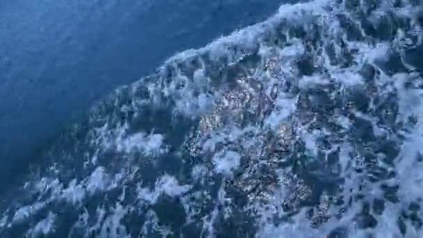 Vodní vlny za denního světla