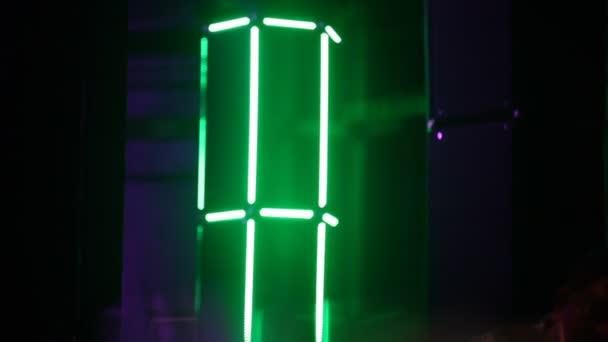 https://st3.depositphotos.com/1147338/12913/v/600/depositphotos_129137092-stockvideo-laser-verlichting-in-pub-weergeven.jpg
