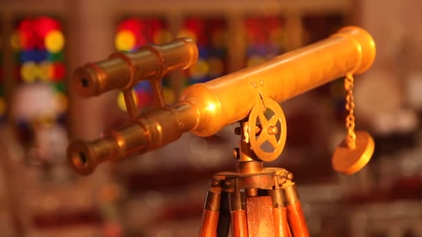 Ruční dalekohled na stojanu