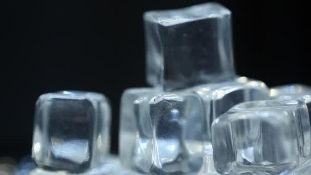 Eiswürfel in der Kneipe