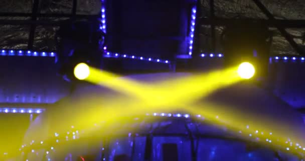 https://st3.depositphotos.com/1147338/15546/v/600/depositphotos_155465538-stockvideo-laser-verlichting-in-de-kroeg.jpg