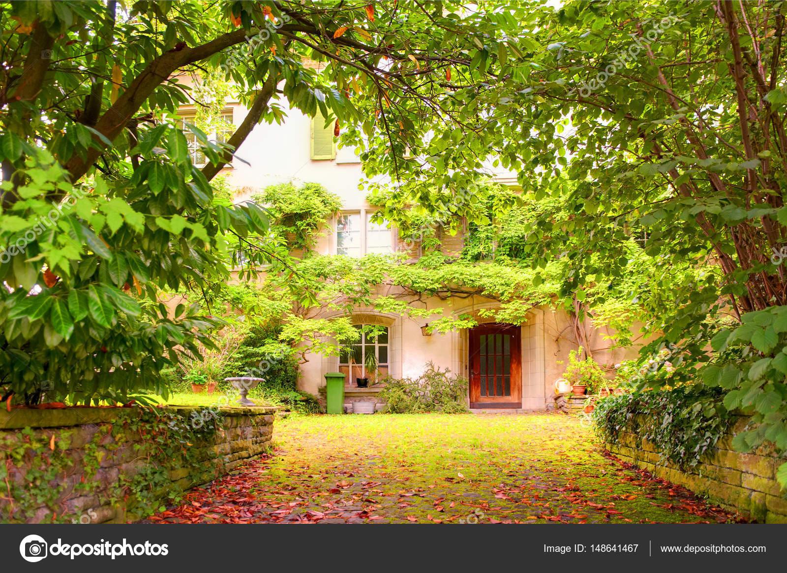 Garten Im September im herbst september blick auf haus garten innenhof in meilen stadt