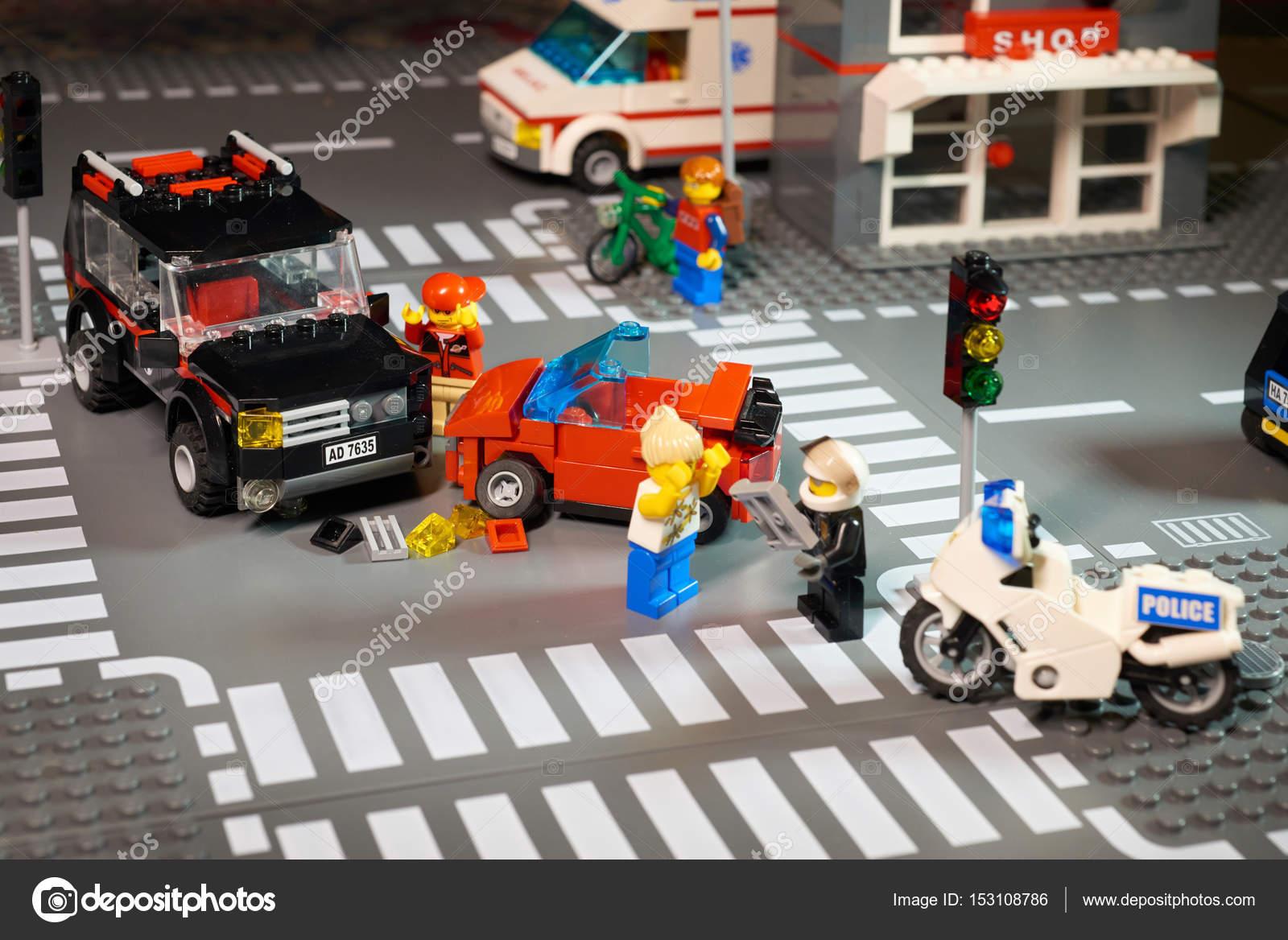 Moskau, 25. Dezember 2016: Lego City Szene Verkehrsunfall - Ampeln ...