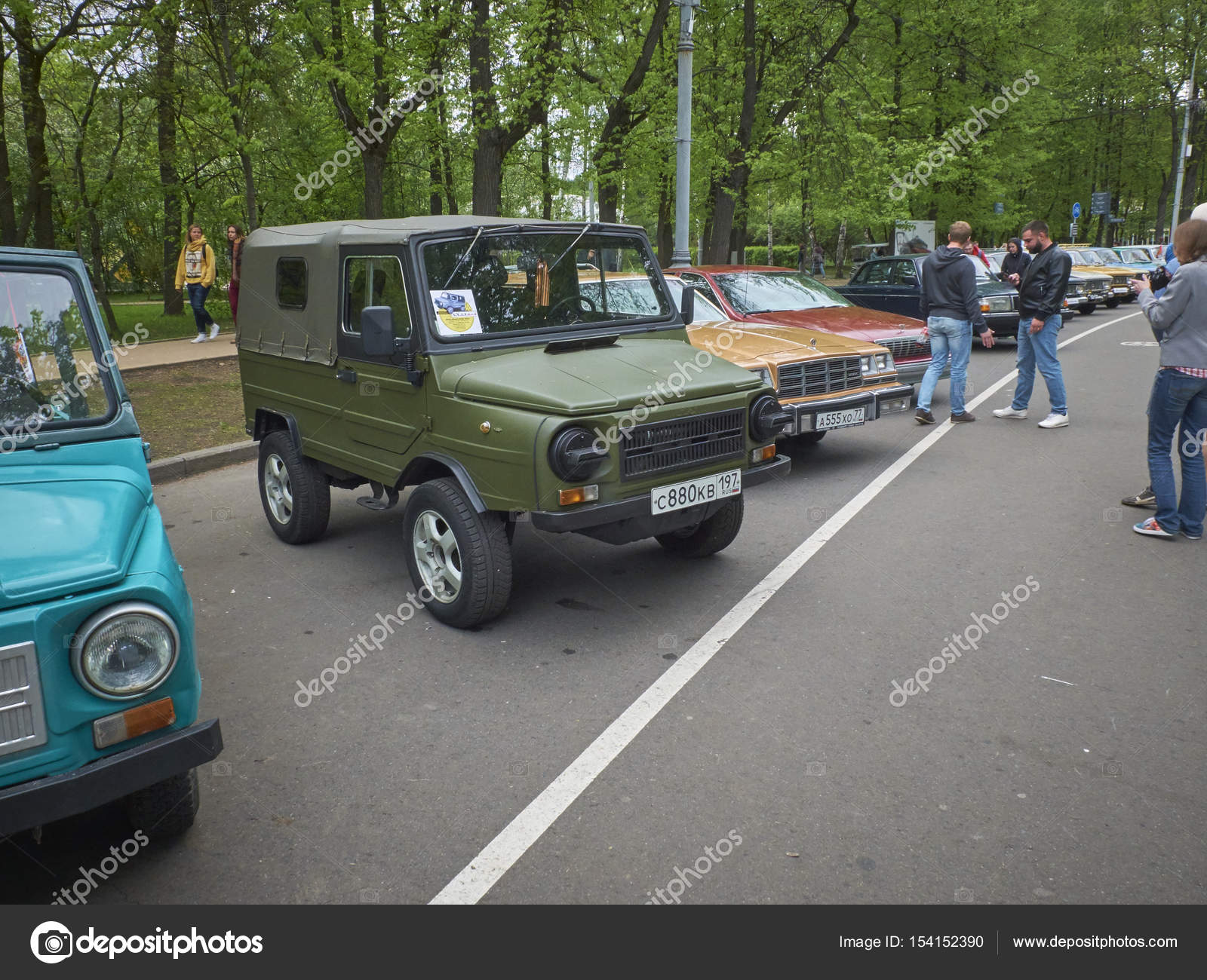 MOSCOW, MAY 21, 2017: Retro car parade outdoor street week end ...