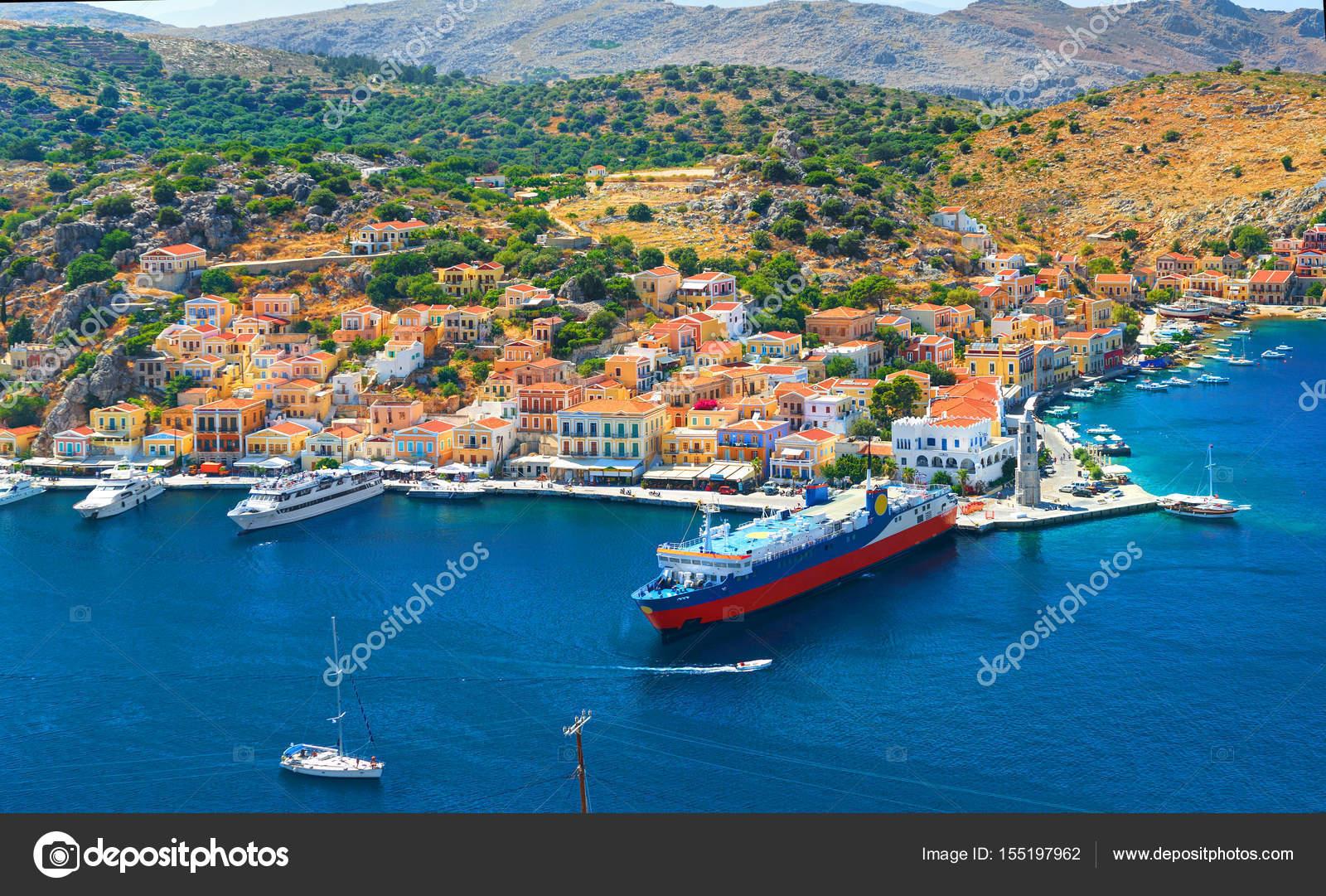 puerto de yates ferry turstico en la baha del mar egeo azul mediterrneo de msc cruceros grecia islas vacaciones tours vacaciones