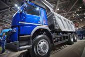 Moskva, září 5, 2017: Zblízka pohled na Volvo sklápěč exponátu na komerční dopravní výstavy Comtrans-2017. Volvo obchodní doprava na stánku. Dampry komerční auta
