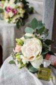 Svatební kytice krém růže na hadřík texturu plátna