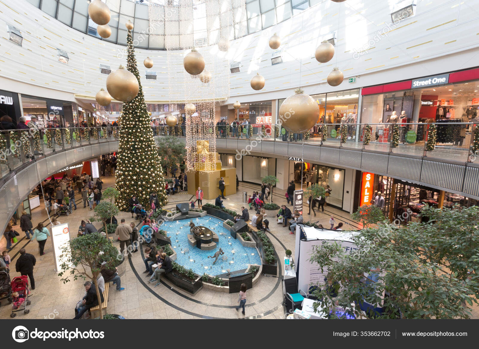 Shopping Center City Galerie Mall December 2015 Augsburg Germany – Stock  Editorial Photo © Alexandre17 #353662702