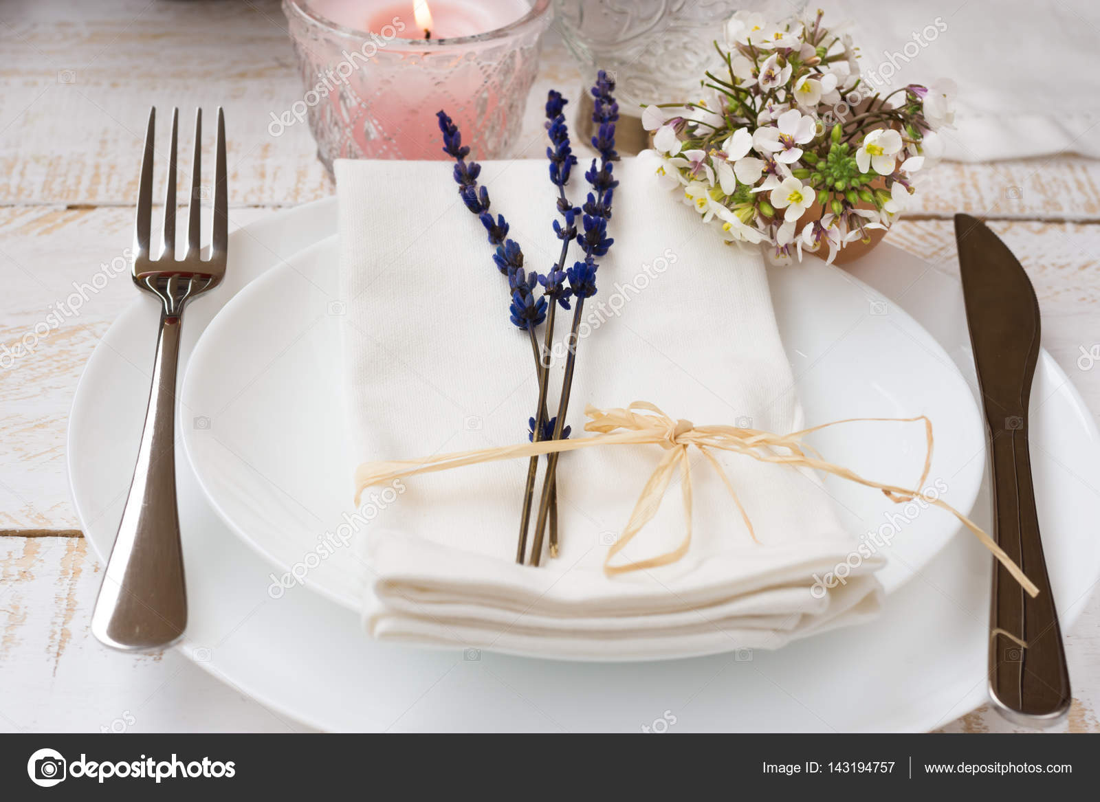 Romantic table setting wedding lavender white small flowers plates napkin & Romantic table setting wedding lavender white small flowers ...