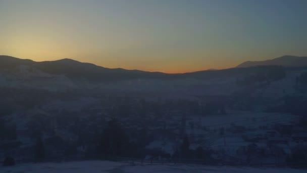 Vesnice dawn mlha ráno Hora