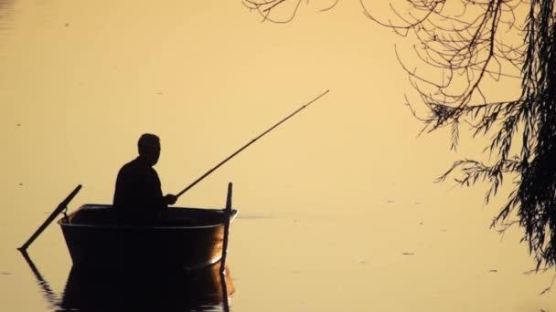 Rybář rybářský člun