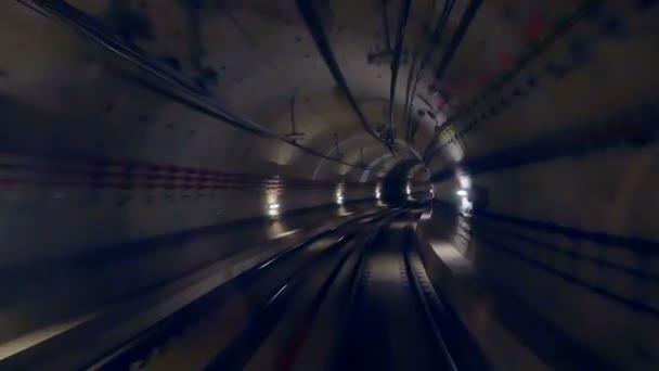 Tunelu rychlost vlaku