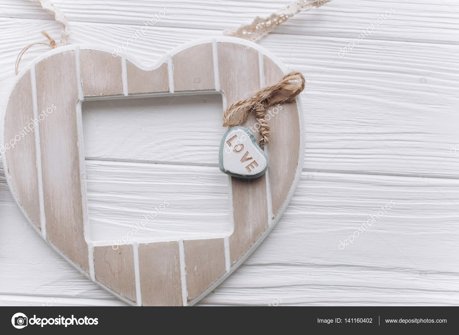 Zum Valentinstag. roten Filz Herz Bilderrahmen — Stockfoto ...