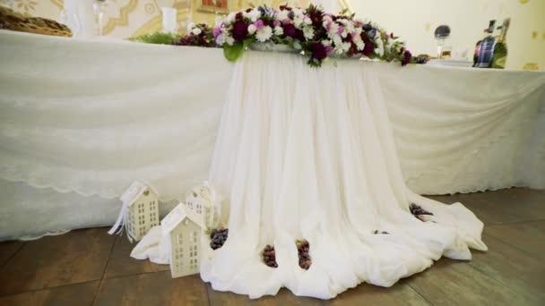 krásné svatební stůl nastavení, dolly shot