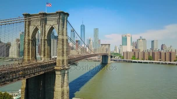 Letecká dron pohled na Brooklynský most a řeku Hudson