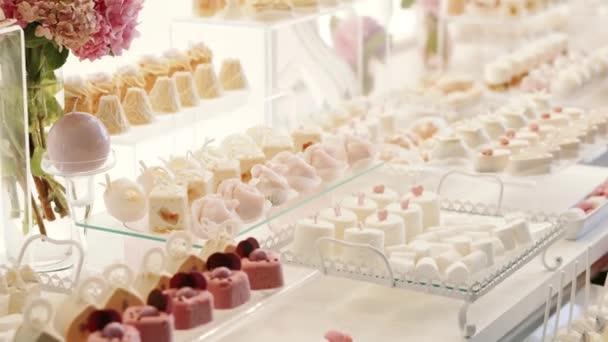 Peachy Weiss Candy Bar Hochzeit Sussigkeiten Buffet Bewegen Der Kamera Closeup Home Interior And Landscaping Spoatsignezvosmurscom