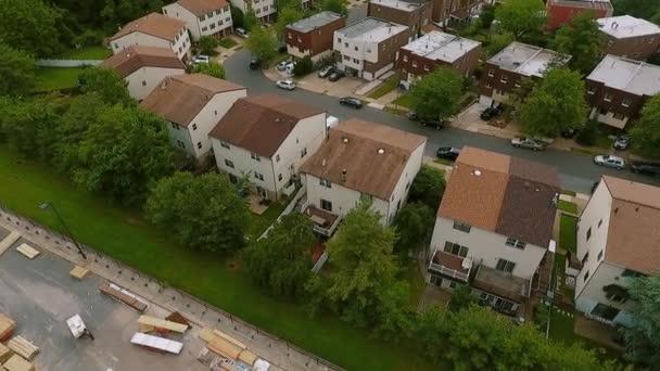 Nemovitost Letecký pohled Založení záběru americké čtvrti,, předměstí. záběry dronů, pohled shora