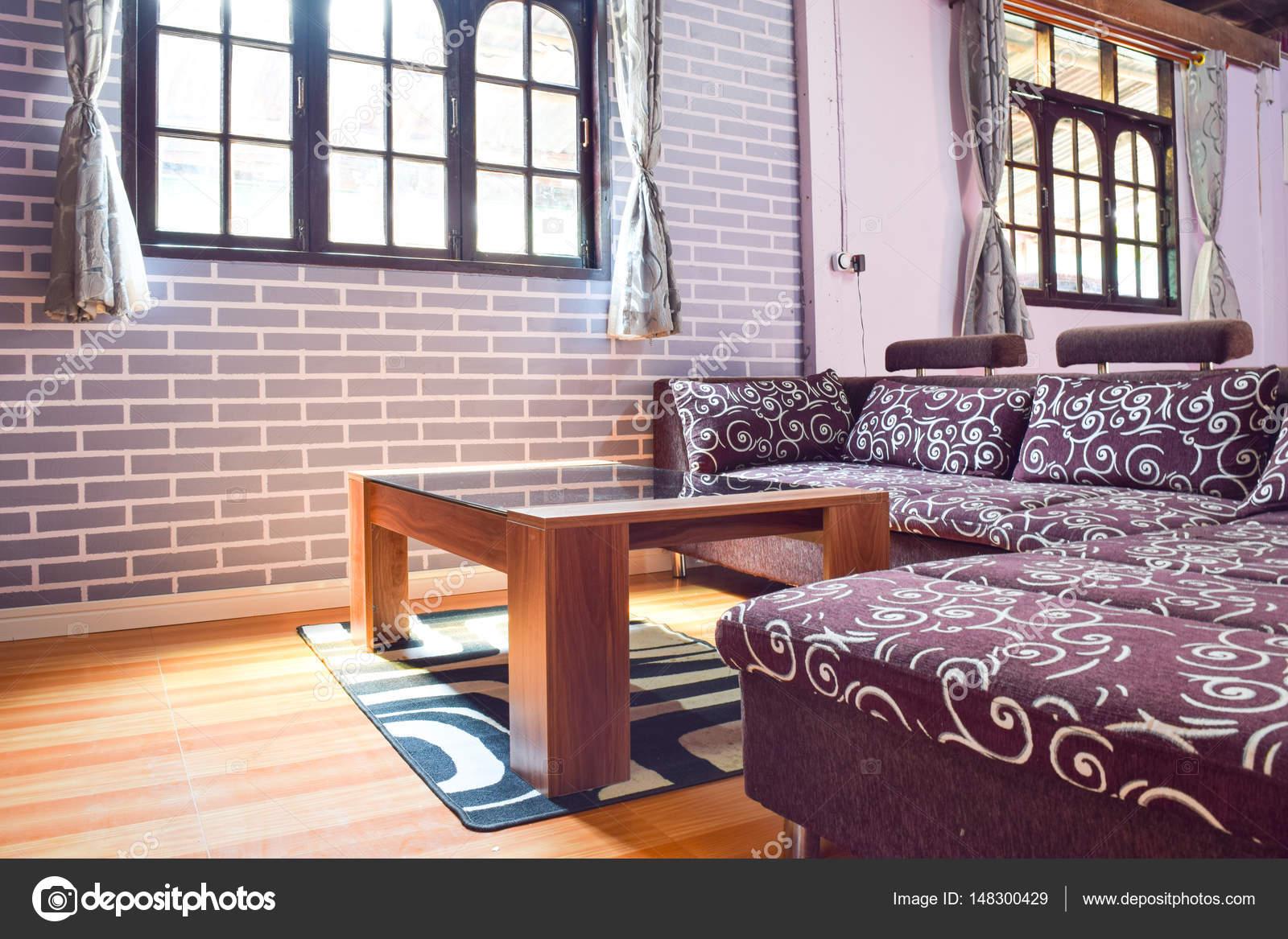 Interior de la sala sin ventanas modernos con una característica ...