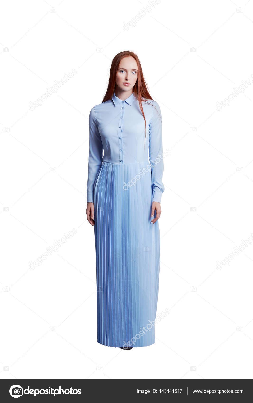 Pelo rojo con vestido azul