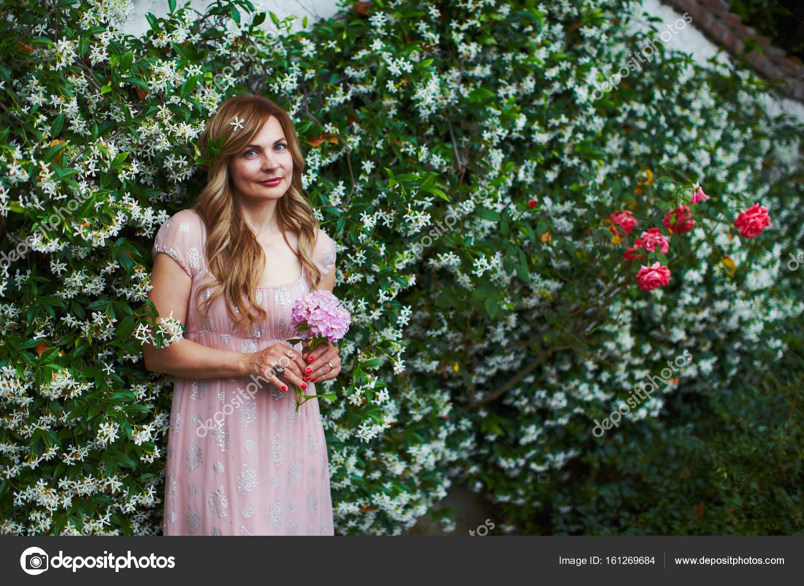 Mujer En Vestido De Novia Soñar Con Matrimonio Foto De