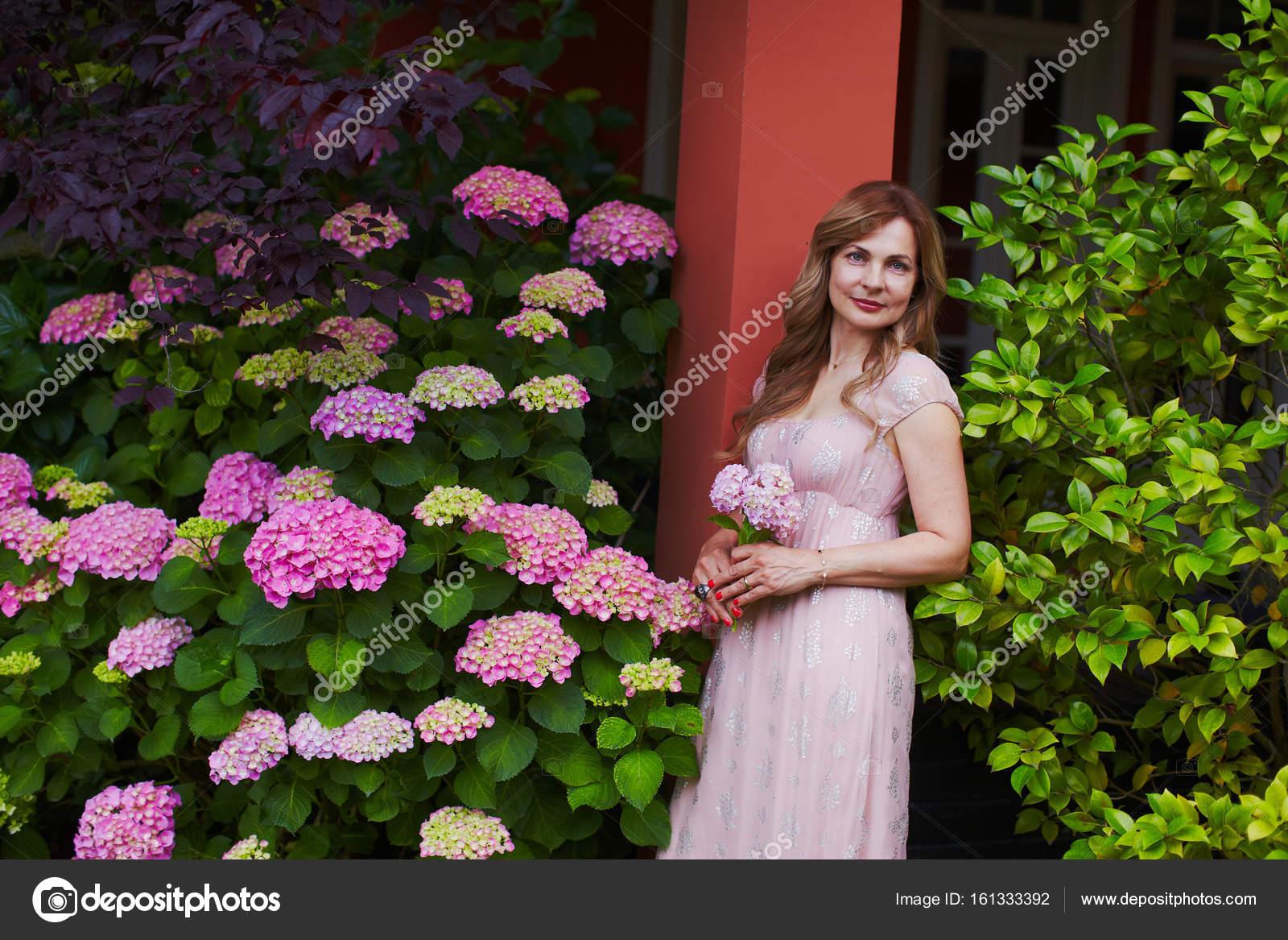 Sonar a mujer vestida de novia