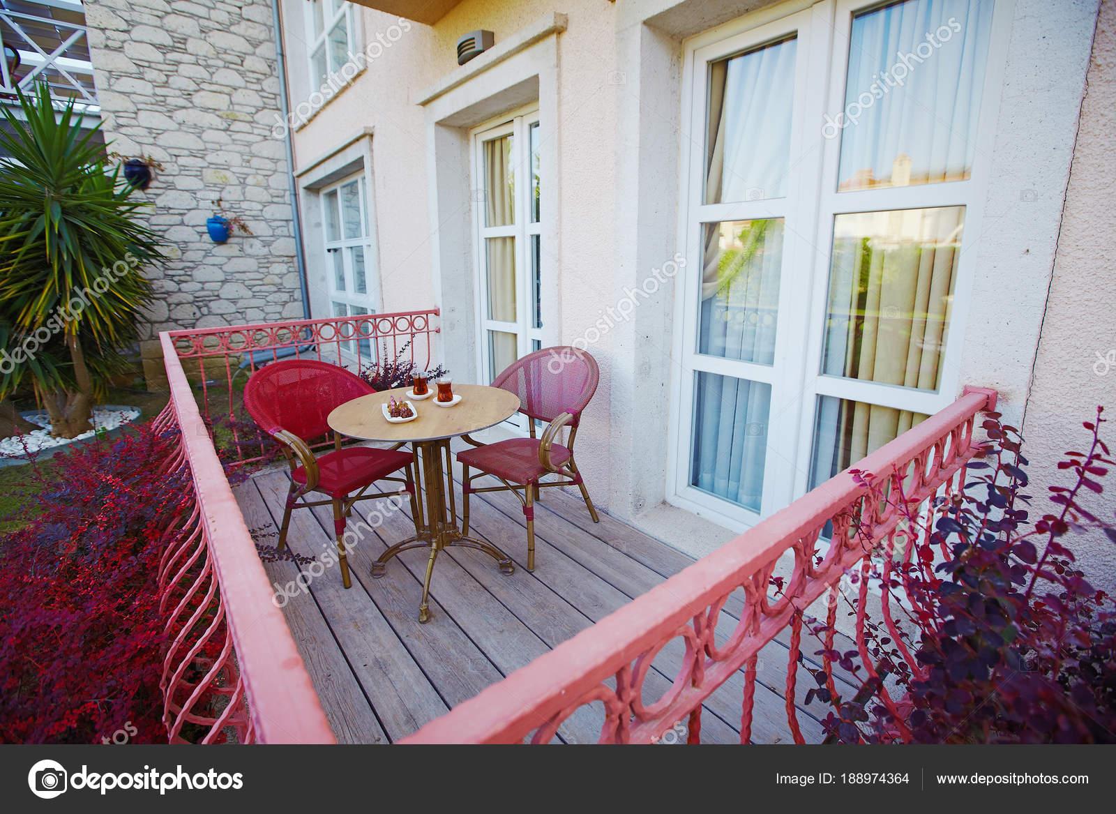 Mobili Per Giardino E Terrazzo.Hotel Accogliente Veranda Terrazza Con Mobili Da Giardino E Servito