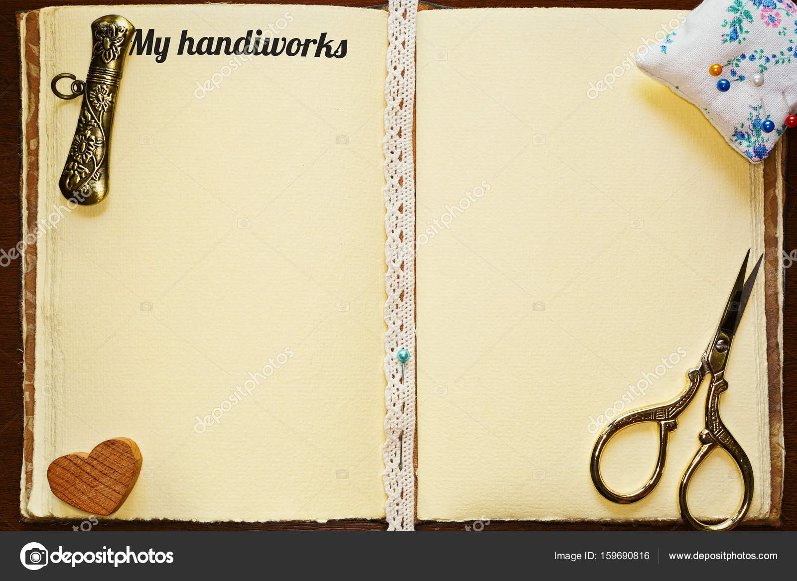 Cuaderno abierto con herramientas de costura artesanal — Foto de ...