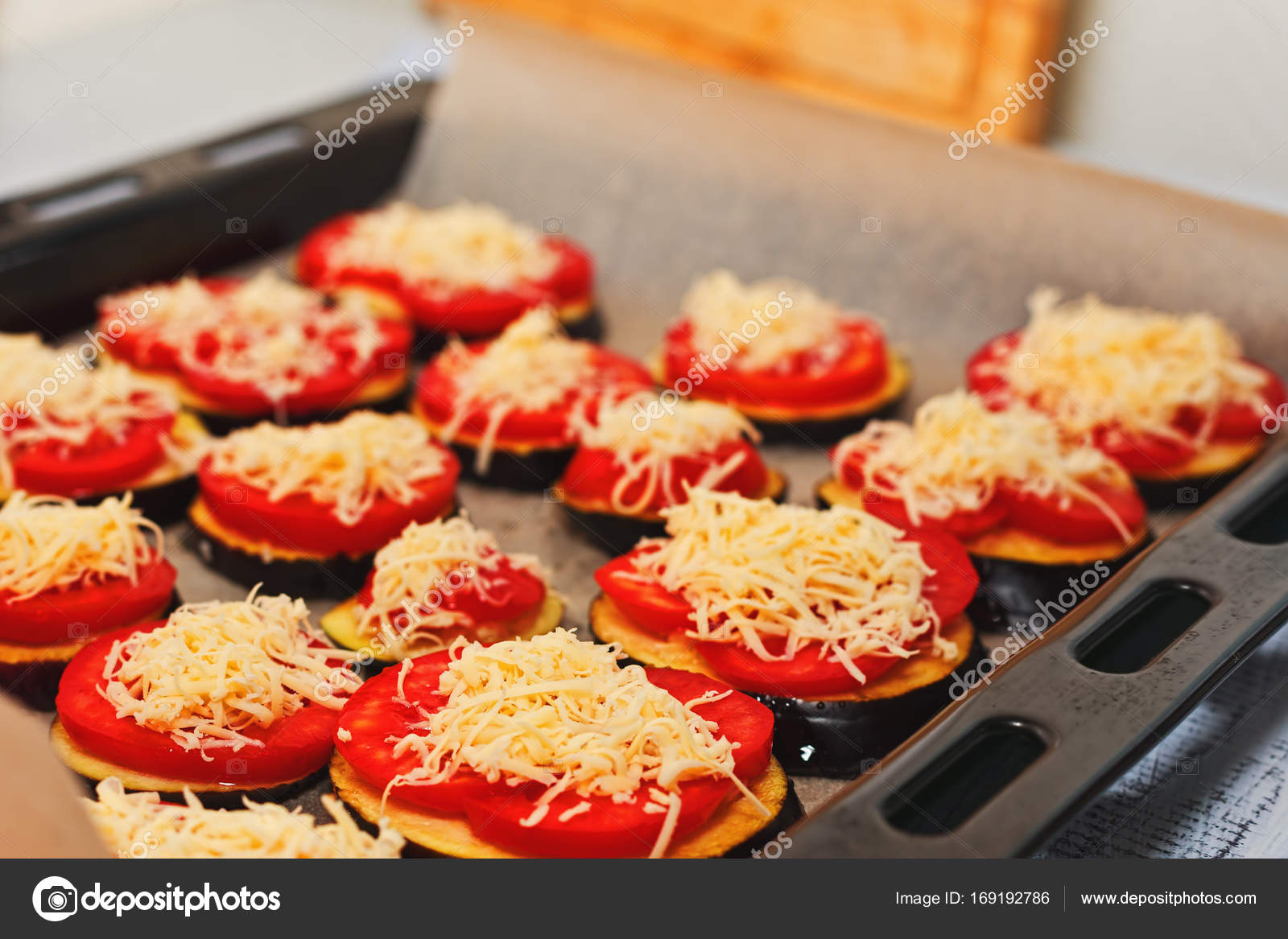 Listo Para Cocinar Berenjenas Con Queso Foto De Stock