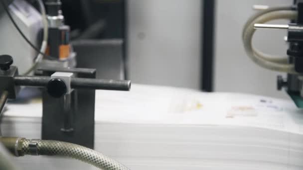 Stampante industriale rendendo manifesti