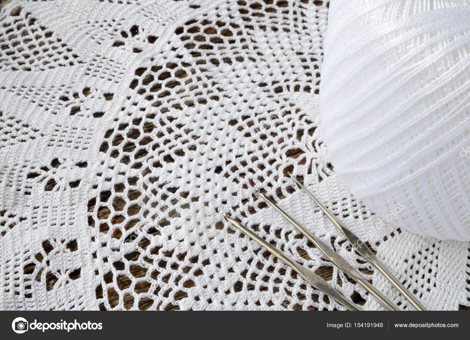 Spitzen-Deckchen häkeln — Stockfoto © shutterbug68 #154191948